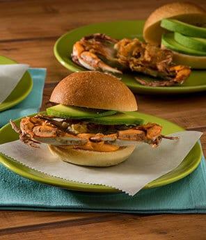 Sándwich de Cangrejo de Concha Blanda y Aguacate