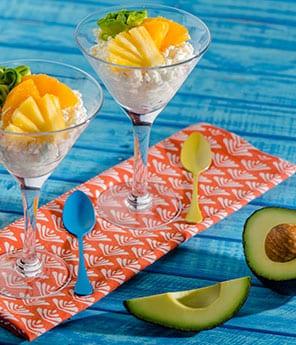 Requesón con Aguacate y Frutas Tropicales