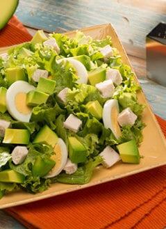 Ensalada de Pollo, Huevo y Aguacate