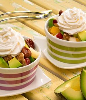 Ensalada de Frutas con Aguacate y Crema