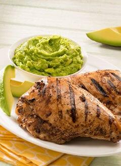 Pollo a la Parrilla en Salsa de Chile Serrano y Aguacate